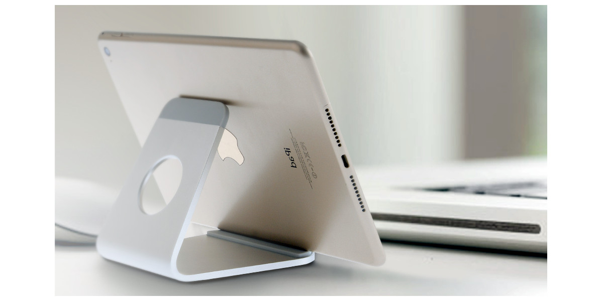 Aluminum phone / tablet stand